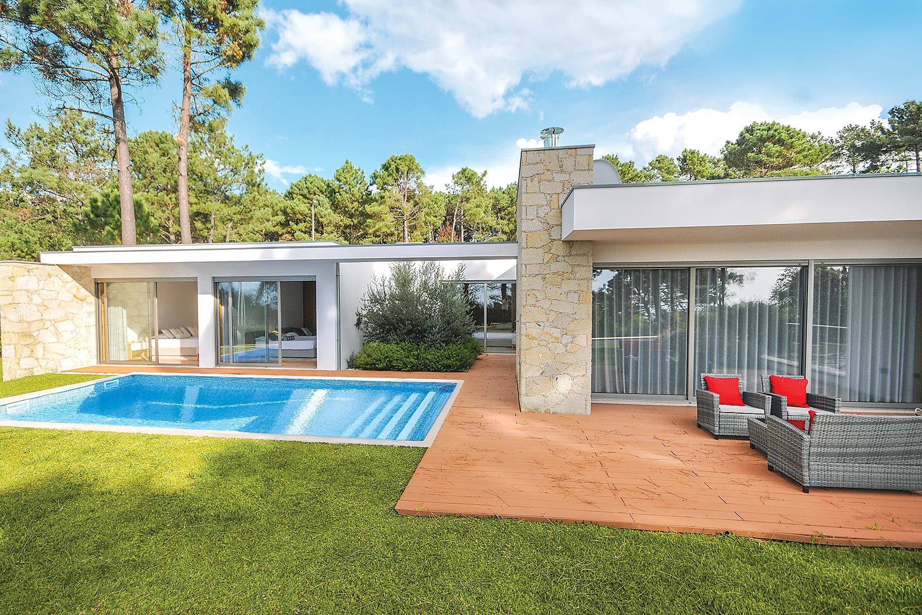 Superb contemporary family holiday villa with sea view.